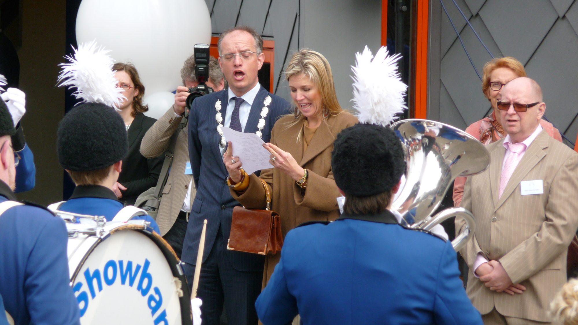 Prinses Maxima stralend middelpunt bij Showband Hoorn + [foto's]