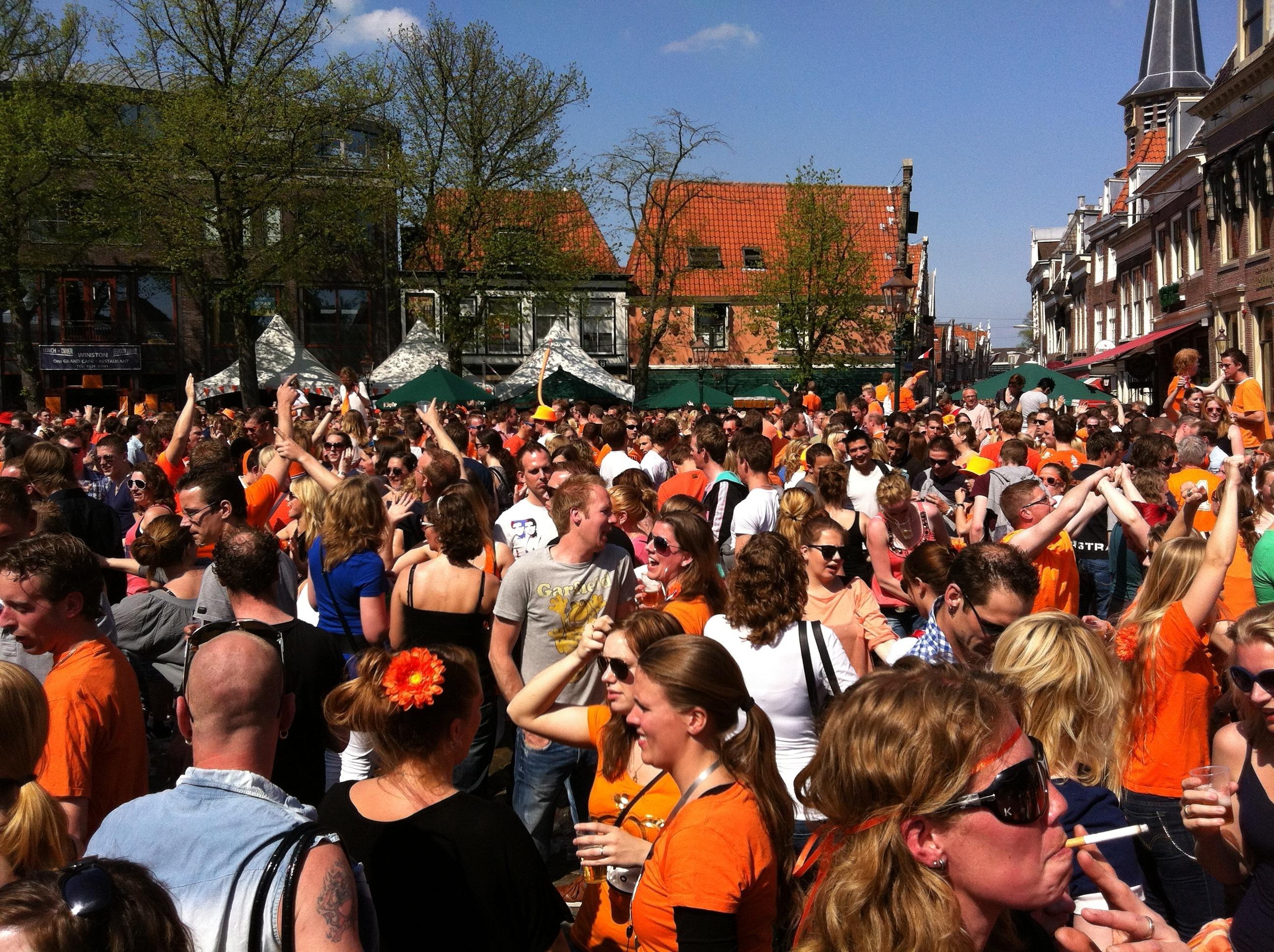 Koninginnedag: feest in binnenstad van Hoorn