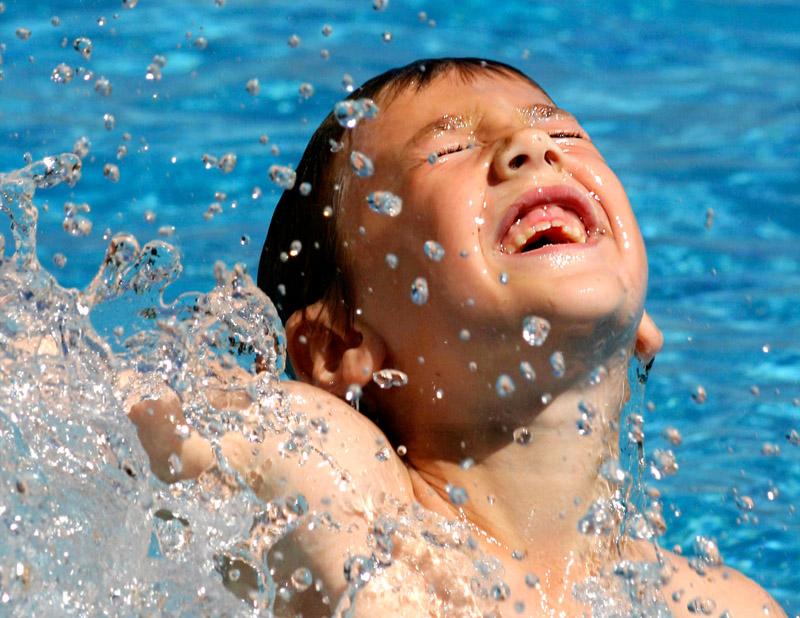 Start 41e zwemvierdaagse in De Wijzend in Zwaag