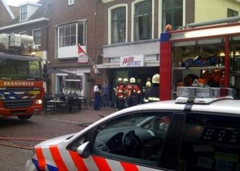 Woningbrand Jan van Necksteeg boven Aktiesport [+video]