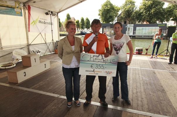 Stichting Twinkle Stars ontvangt cheque van Stichting Lopen is Leven
