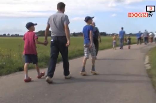 Video reportage van klompentocht in Obdam