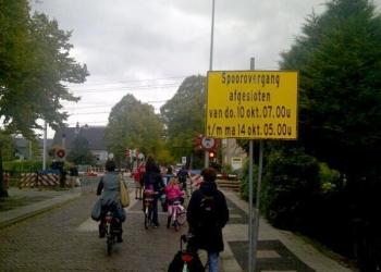 Afsluiting spoorwegovergang Koepoortsweg, zaterdag 14-22 uur voetgangersbrug