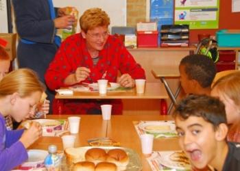 Burgemeester ontbijt mee op Gideonschool in Bovenkarspel