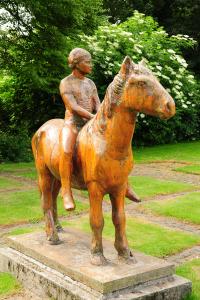 Het houten paard van Hem even op 'stal'