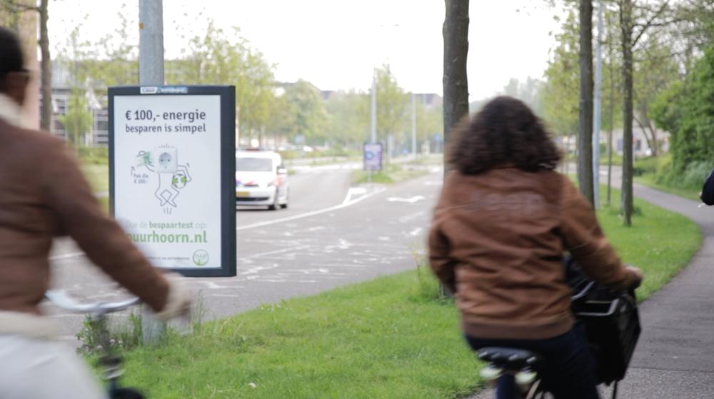 Reclameposters Puur Hoorn met echte briefjes van 100 euro