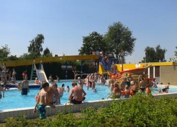 Warm welkom voor 3 miljoenste bezoeker Zwembad De Wijzend