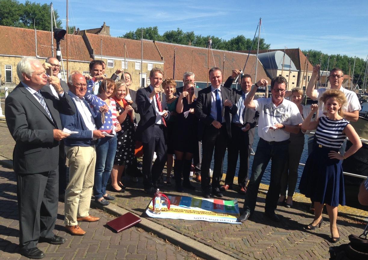 Nieuwe partners stappen in schuitje Westfriese Waterweken