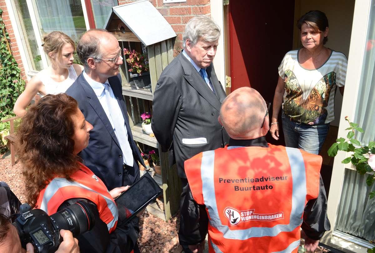 Minister Opstelten in Hoorn voor 'Stop Woninginbraken'