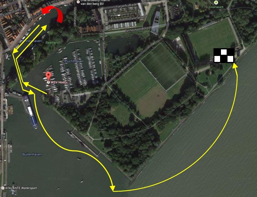 Zwemtocht door de havens van Hoorn tijdens Ter Rede van Hoorn