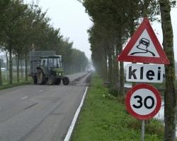 Pas op voor klei op wegen in Westfriesland
