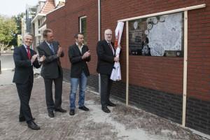 Onthulling historische plaquette bij Paktuinen Enkhuizen