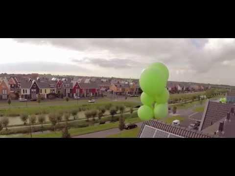 Groene ballonnen boven Bangert en Oosterpolder