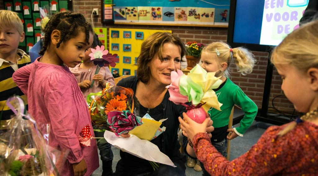 Juf Marja verdient een 10 en veel bloemen