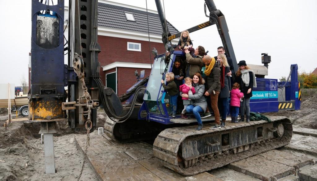 Bewoners slaan eerste paal samenbouwproject Bangert en Oosterpolder