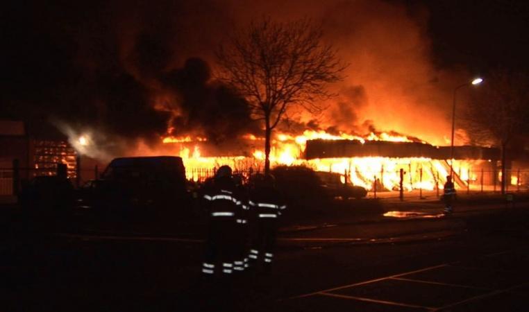 Grote brand in Opmeer verwoest vijf bedrijven
