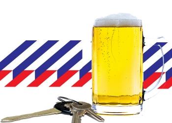 Hoornse drankrijders slingerend en na aanrijding aangehouden