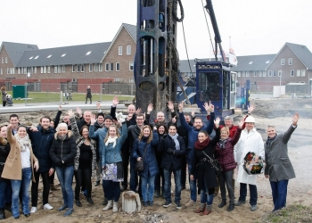 Eerste paal voor 12 woningen laatste fase Blauwe Berg