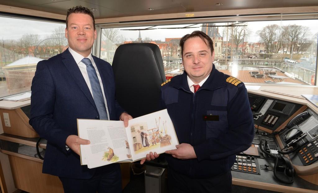 Eerste riviercruiseschip in Hoorn verwelkomt