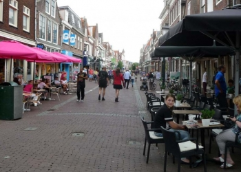 Kleine meerderheid positief over koopzondagen Hoorn