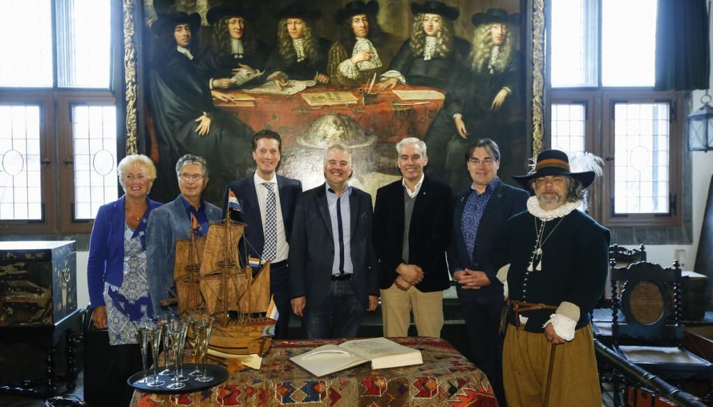 Nieuwe leden VOC-Kamer Hoorn steunen Halve Maen