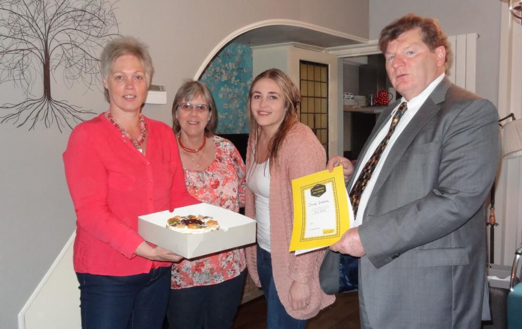 Pluimoorkonde en gebak voor Dineke Pietersz