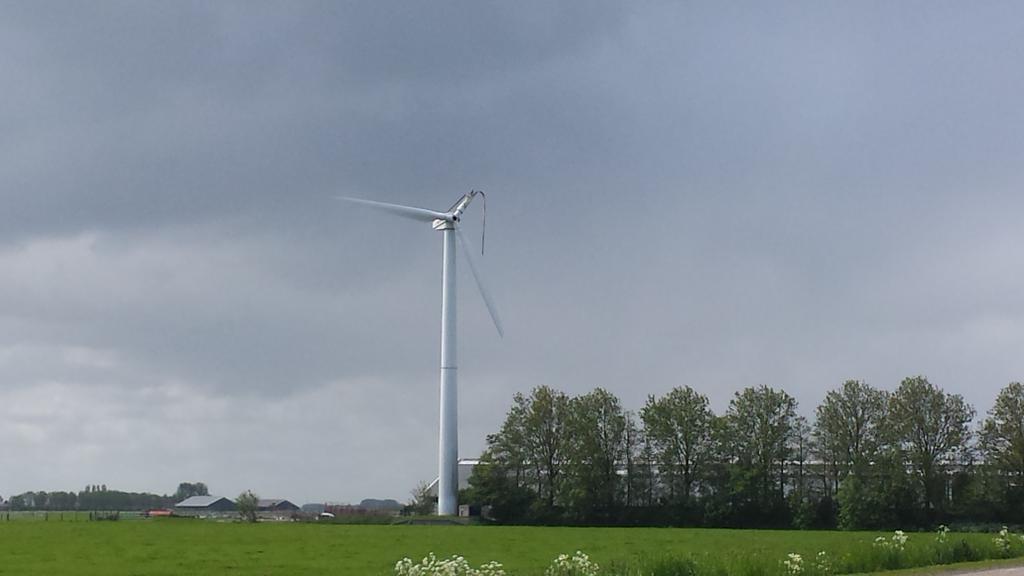 Blikseminslag in windmolen in Medemblik
