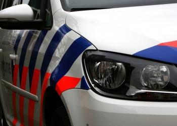 Politie vindt vuurwapen in auto van man (23) uit Lutjebroek
