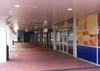 Supermarkt Deen schuift een winkeltje op in Huesmolen