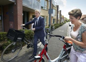 Staatssecretaris Van Rijn op werkbezoek Enkhuizen