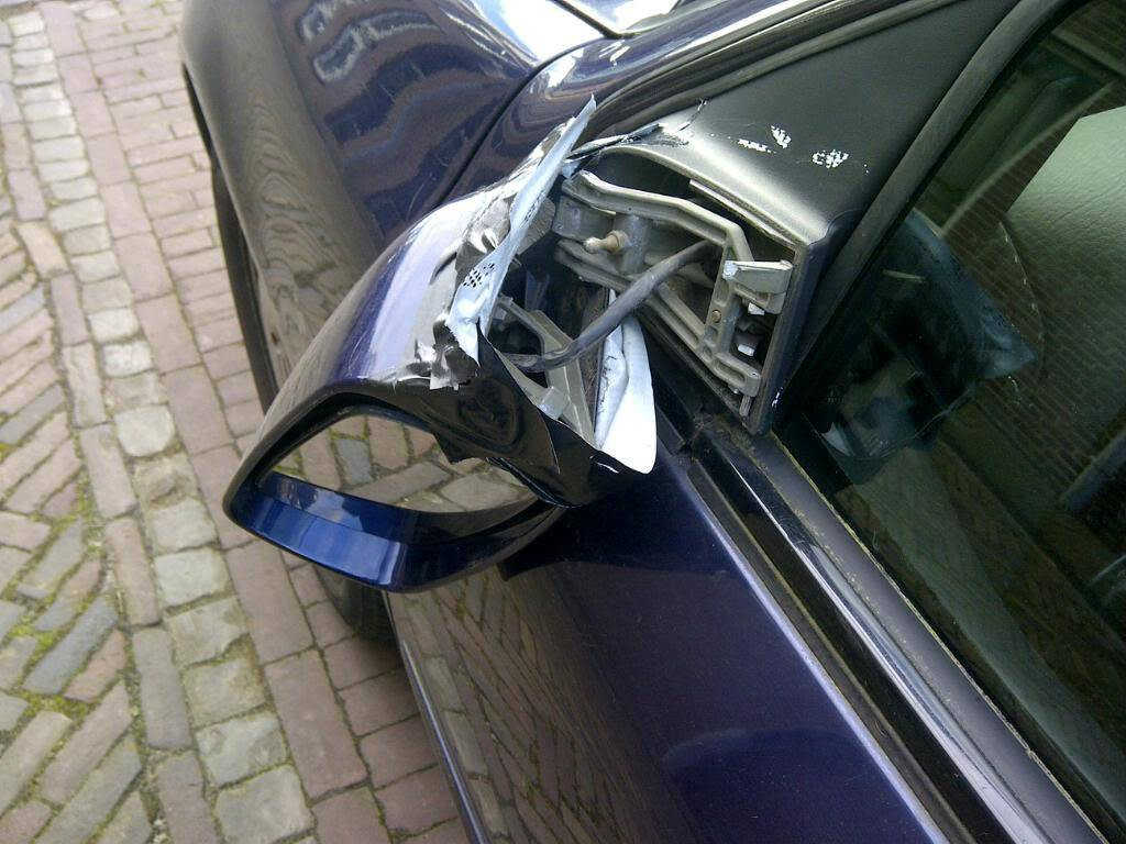 Vandalen vernielen autospiegels in Andijk