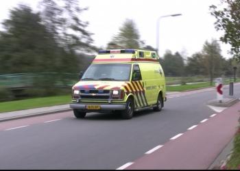 54-jarige man op scooter ernstig gewond na aanrijding