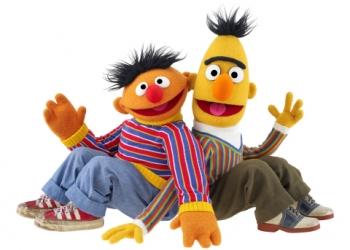 Meedansen en op de foto met de Bert, Ernie en Pino