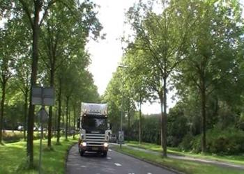 Verstandelijk beperkten rijden mee met truckrun Venhuizen