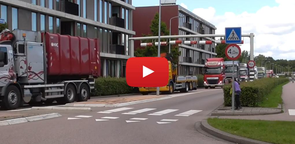 108 luid toeterende vrachtwagens door Westfriesland [video]