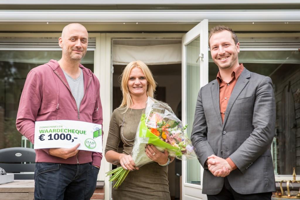 Cheque 1.000 euro voor zonnepanelen naar Zwaag
