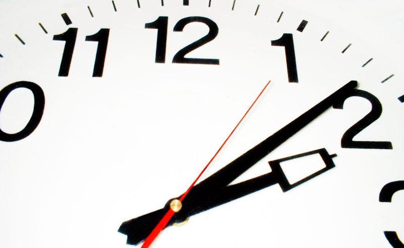 Dit weekend start de wintertijd; Dus de klok moet ….