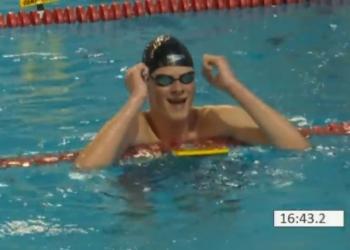 Bas Takken zwemt wereldrecord op de 1500m [video]