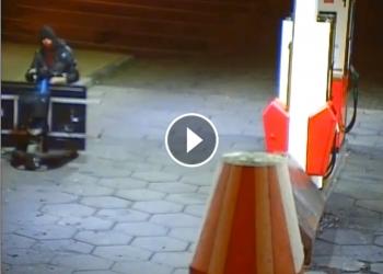 Inbreker rijdt weg op scootmobiel met beeldscherm [video]