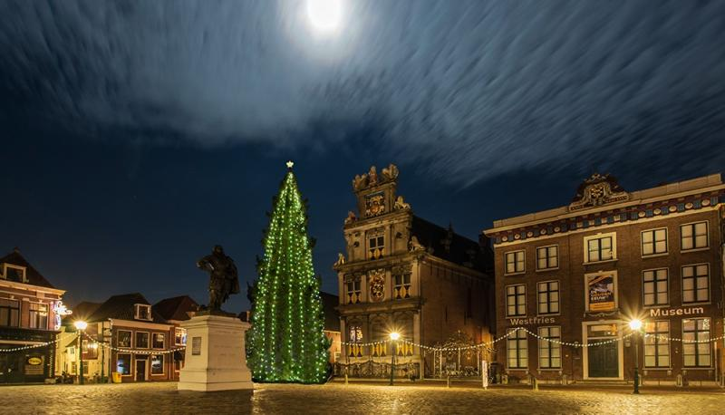 Binnenstad wordt Herberg Hoorn én met kerstboom