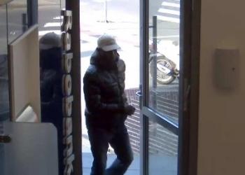 Man uit Blokker slachtoffer internetfraude, verdachte gezocht [foto]