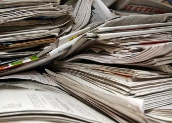 Enkhuizen: Haal niet opgehaald oud papier van de straat