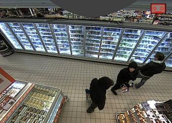 Politie zoekt deze verdachte van overval Deen Hoorn (foto's)