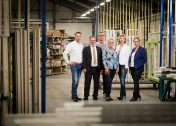 Nieuwe fabriek Knipping wordt geopend door Andre Kuipers