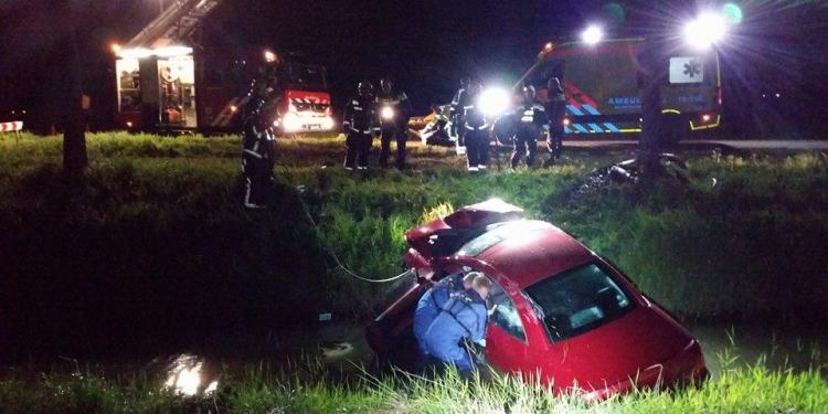 Auto uit de bocht gevlogen in Venhuizen