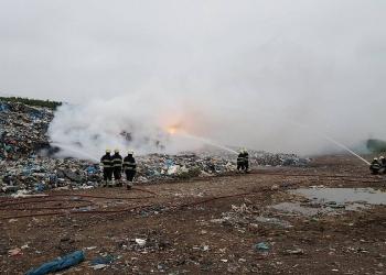 Brand in afvalhoop HVC Wieringermeer; Rook en stank richting Twisk