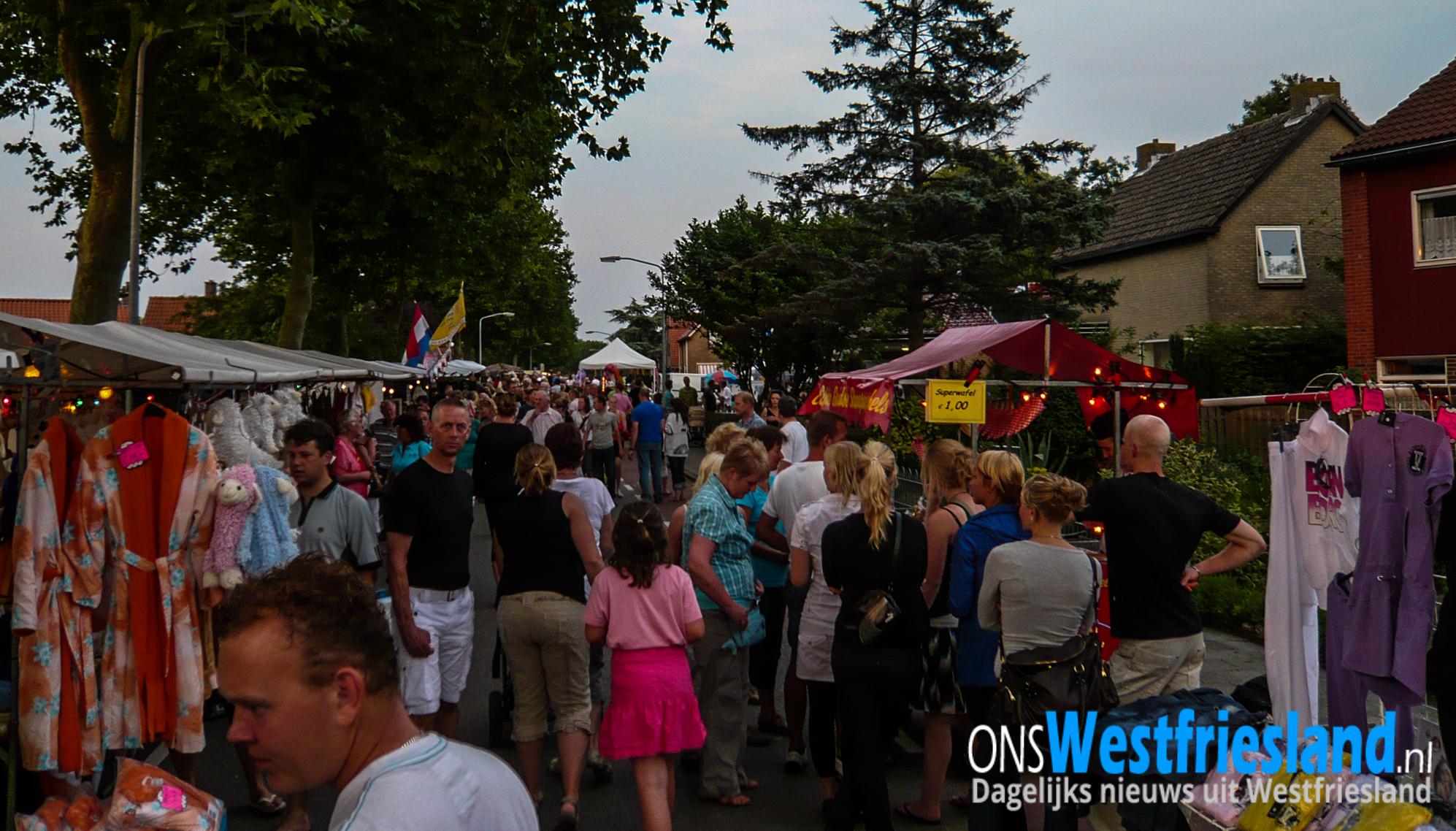 29 juli Andijker Nachtmarkt: Eerst kraampies koike en den mooi anzitte