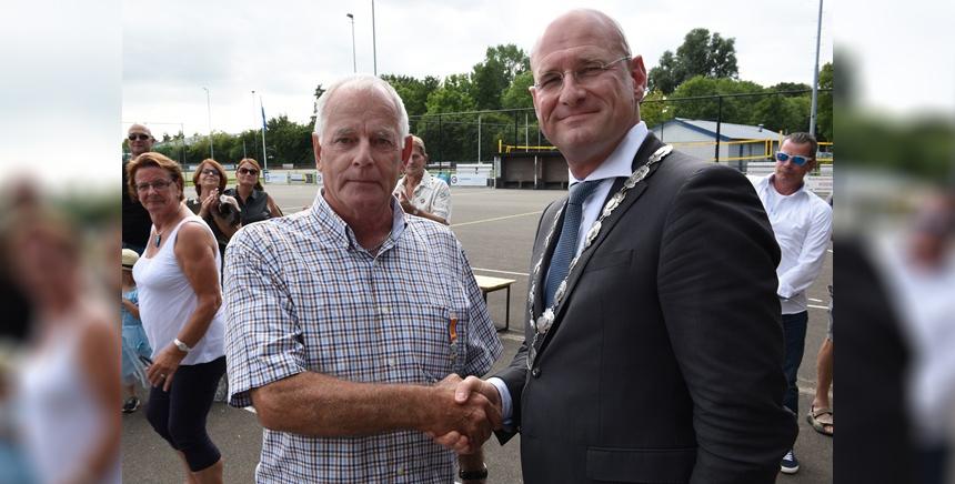 Koninklijke onderscheiding voor handbalman Nico Rood uit Zwaag