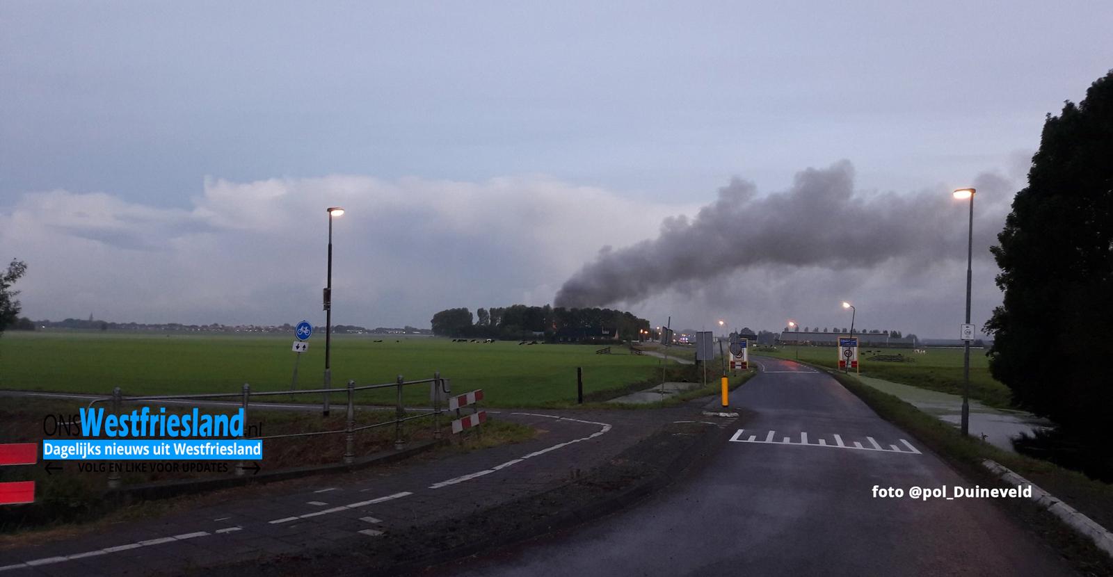 Uitslaande brand Hoogwoud in stal met vee (update)