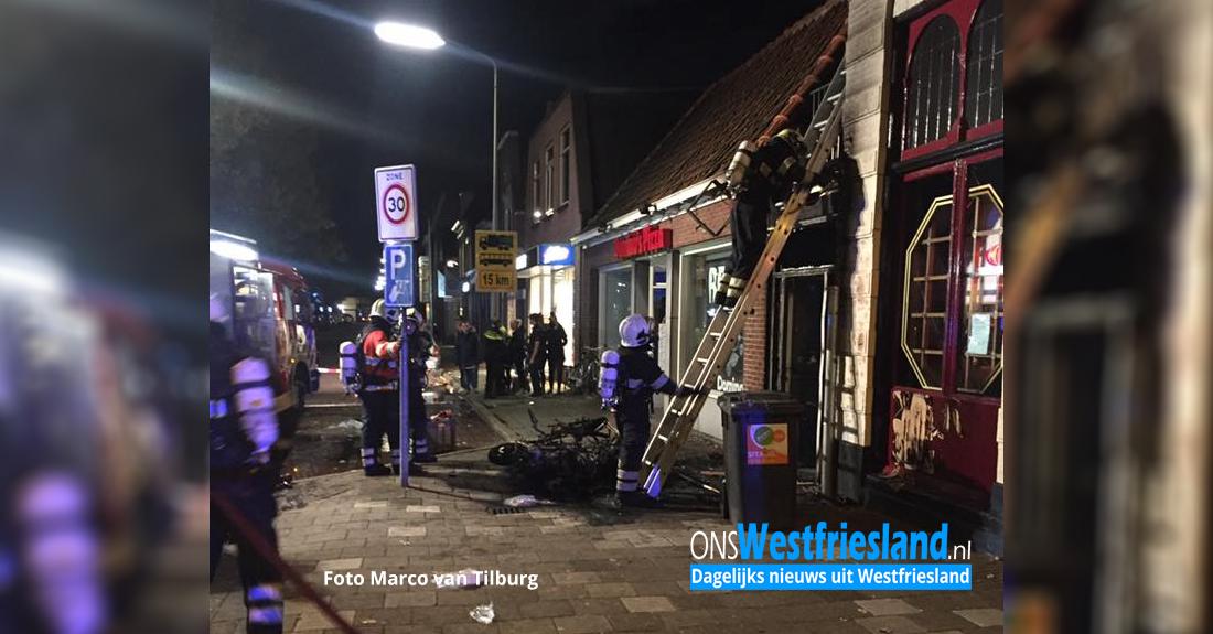 Scooters en gevel restaurant Noorderveemarkt in brand (update)